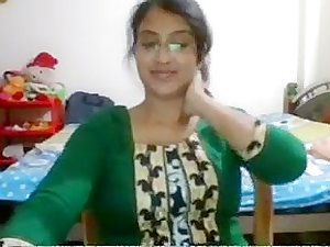 Desi babe showing on cam